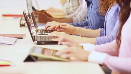Menyaring Penulis yang Andal - jasa penulis artikel. image : shutterstock.com