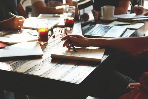Beropini boleh tanpa data. Namun jika berencana membangun bisnis, jangan sesekali memulainya tanpa data yang jelas - Caption Facebook